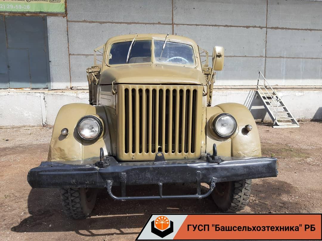 ГАЗ-51 — советский грузовой автомобиль грузоподъёмностью 2,5 т; наиболее массовая грузовая модель 1950—1970-х годов.