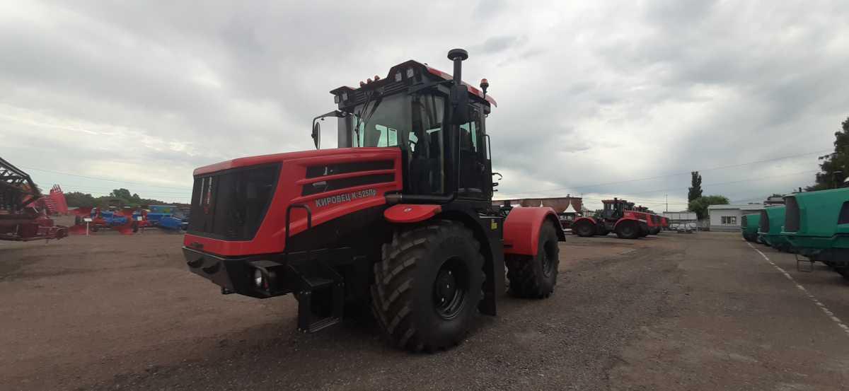 Сегодня на базе ГУСП «Башсельхозтехника» РБ прошло ознакомительное практическое занятие по новому многофункциональному трактору Кировец К-525Премиум.