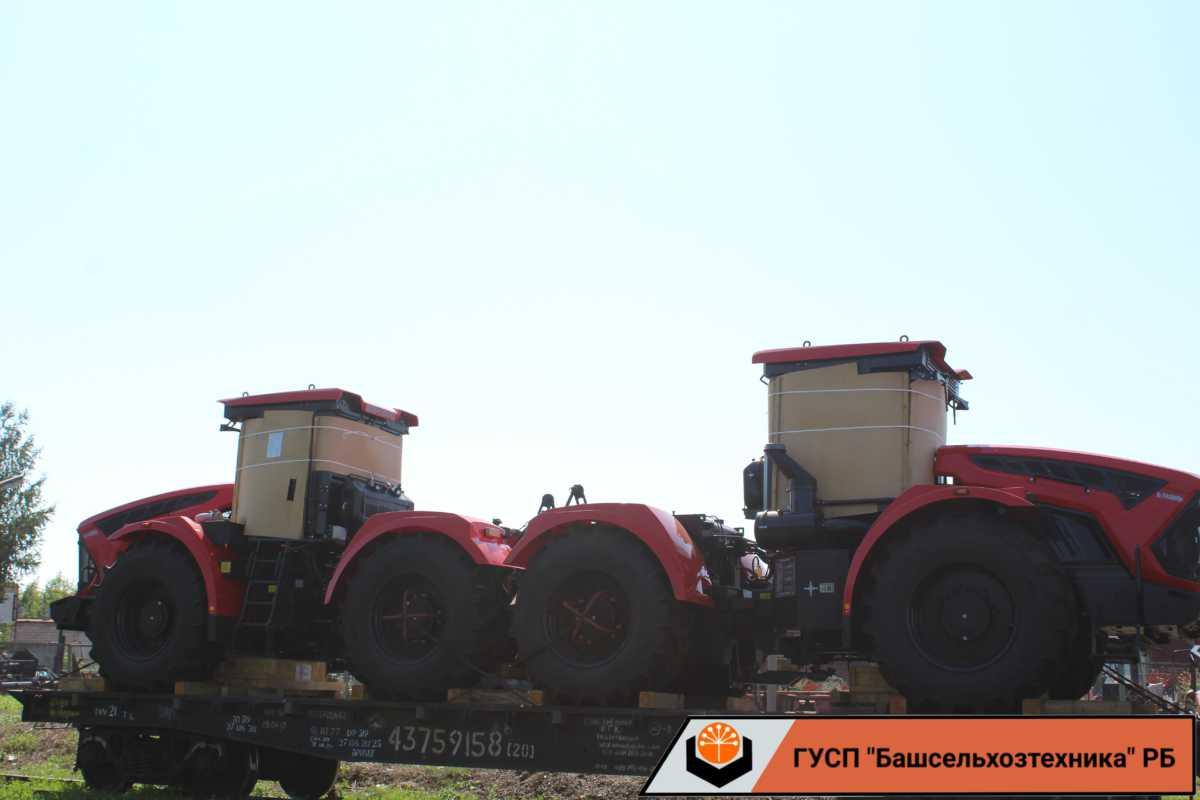Сегодня в ГУСП «Башсельхозтехника» поступили два трактора производства АО «Петербургский тракторный завод»