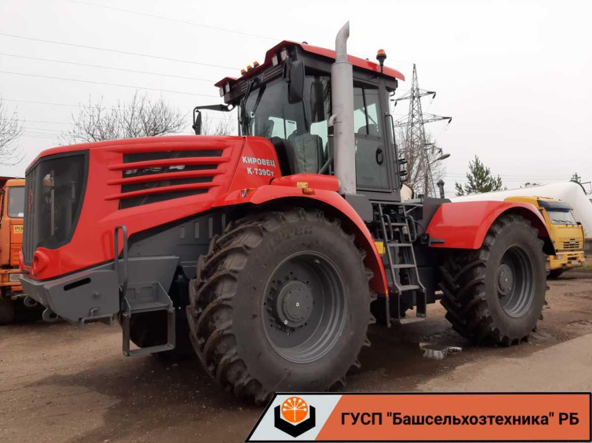 Сегодня поступили два трактора производства АО «Петербургский тракторный завод».