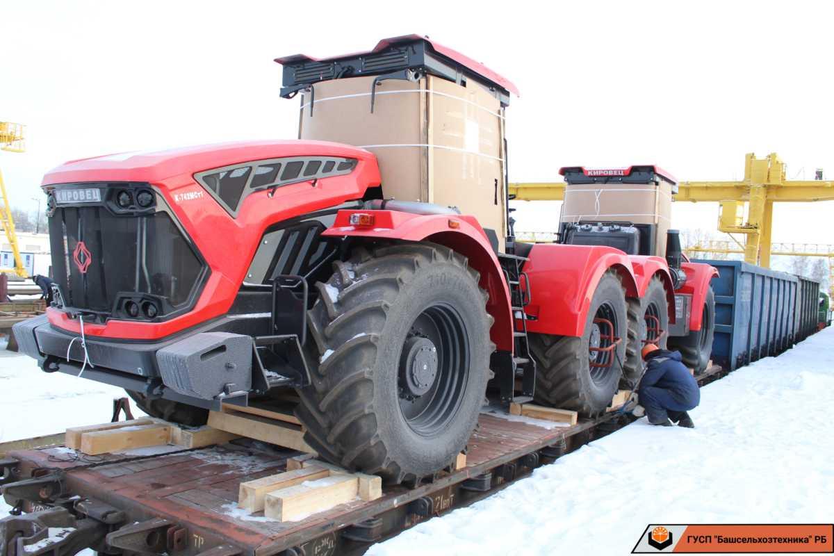 Сегодня в ГУСП «Башсельхозтехника» поступили два трактора производства АО «Петербургский тракторный завод». Трактора семейства «Кировец» марки К-742МСт1 и К-730МСт1.