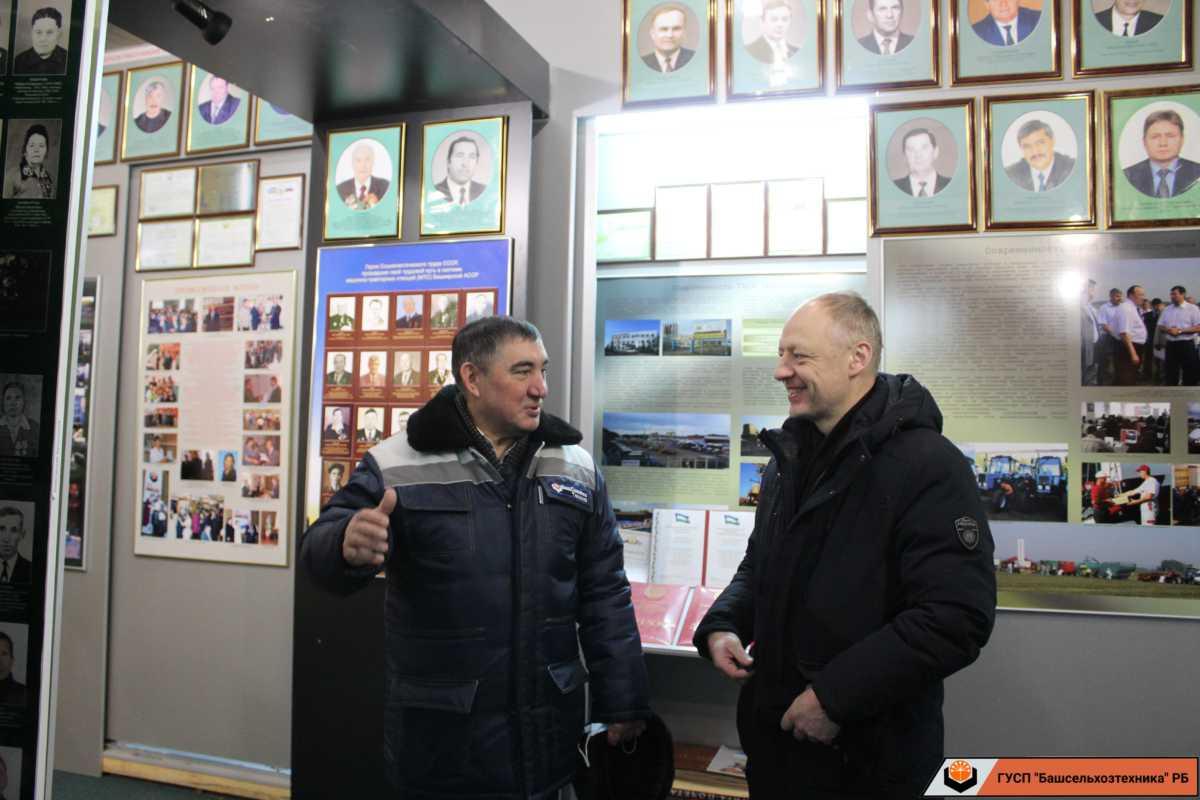24 декабря ГУСП «Башсельхозтехника» посетил руководитель отделения посольства Республики Беларусь в городе Уфе советник Карпович Артур Борисович.