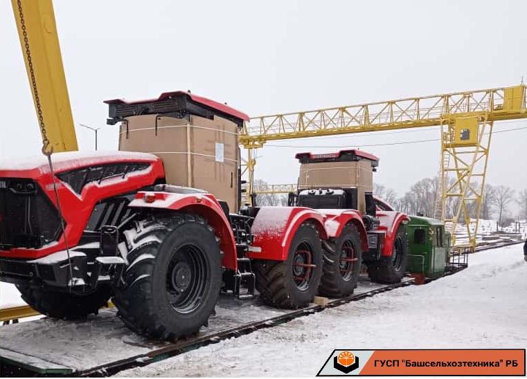 В ГУСП «Башсельхозтехника» поступили два трактора производства АО «Петербургский тракторный завод». Трактора семейства «Кировец» марки К-742МСт1.