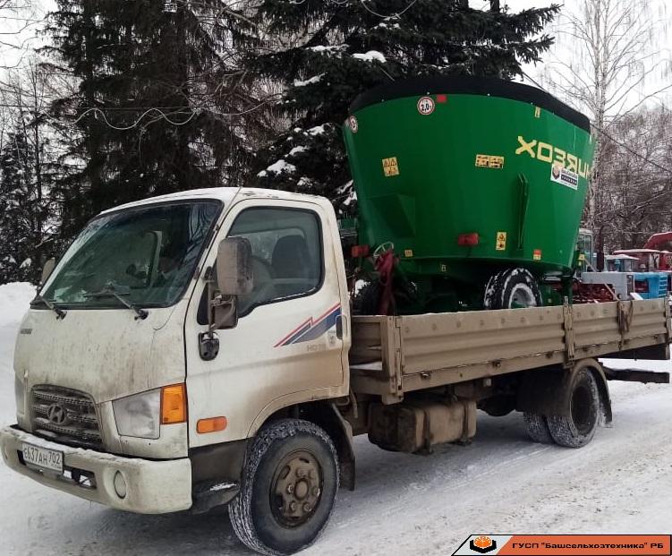 ГУСП «Башсельхозтехника» РБ реализовало очередной смеситель-раздатчик кормов СРК-6В «Башмикс».