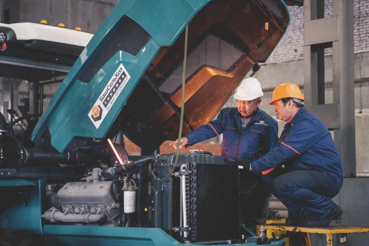 ГУСП «Башсельхозтехника» РБ поздравляет всех работников и ветеранов машиностроительного комплекса с профессиональным праздником – Днем машиностроителя!